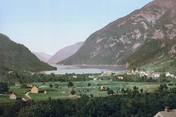Slik såg det ut inst i Granvinfjorden kring 1900, då Nils Tjoflot og fylgjet hans gjekk ned i fjorden. (Foto: ukjent)