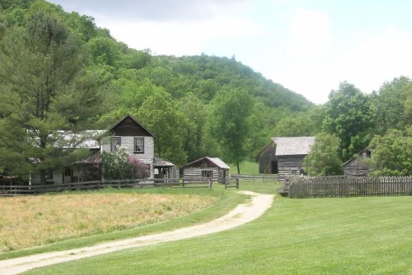 «The Bekkum Homestead» på Norskedalen Nature & Heritage Center, Coon Valley, Wisconsin. Bekkum er ein av fleire norsk-amerikanske historiske bygningar som er flytta til og bygd opp att på museet. Her finst òg ei stor samling av norsk-amerikansk husgeråd, reiskapar og anna.