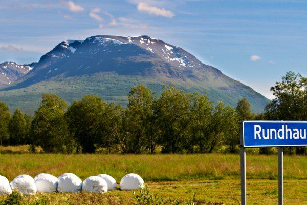 Fjellet Rundhaugen er del av dei vakre omgjevnadene til Kalottspel. (Foto: Phil Keen)